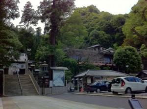 宝山寺入り口