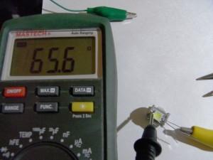 T10 LEDバルブ(Model number:#Z422C)抵抗は基板内側に実装?