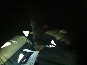 田万川キャンプ場で荷物を下ろしたところ(よく見ると荷物の真ん中に黒いのが)