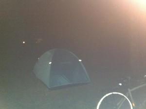 秋吉台オートキャンプ場でテント設営