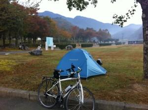 秋吉台オートキャンプ場でテント設営(翌朝)