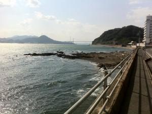 下関市の道にて(かなり風が強かったです)