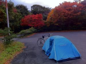 白雲の池キャンプ場の駐車場にて一泊