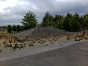 もう屋根しか見えません