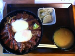 いまきん食堂で牛丼(肉が厚い、美味い!)
