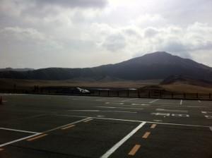 草千里にある駐車場からの眺め