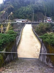 霊台橋を歩く(高所恐怖症にはたまりません・・・)