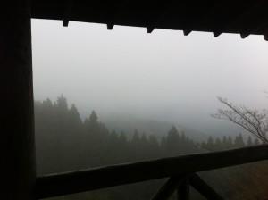 御坂遊歩道(展望台)(登った時にはガスってました)