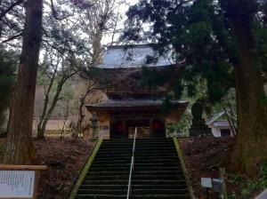 頂上にあったお寺(流石に裏側から車で登れるようになっていました)