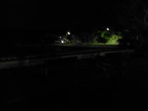 真っ暗でよく見えませんが、駐車場の端っこをお借りしています