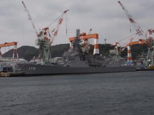整備中の軍艦(物珍しくこんな写真が残っていました)