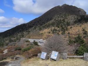 仁田峠の駐車場(シーズンはすぐに満車になってしまうそう)