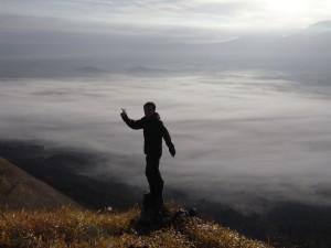 阿蘇の雲海(写真スポットなんだそうです。ピース!)