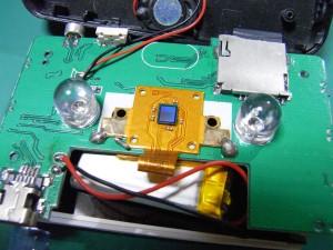 ドライブレコーダの分解(レンズを取り外すとCMOSセンサが見えます)