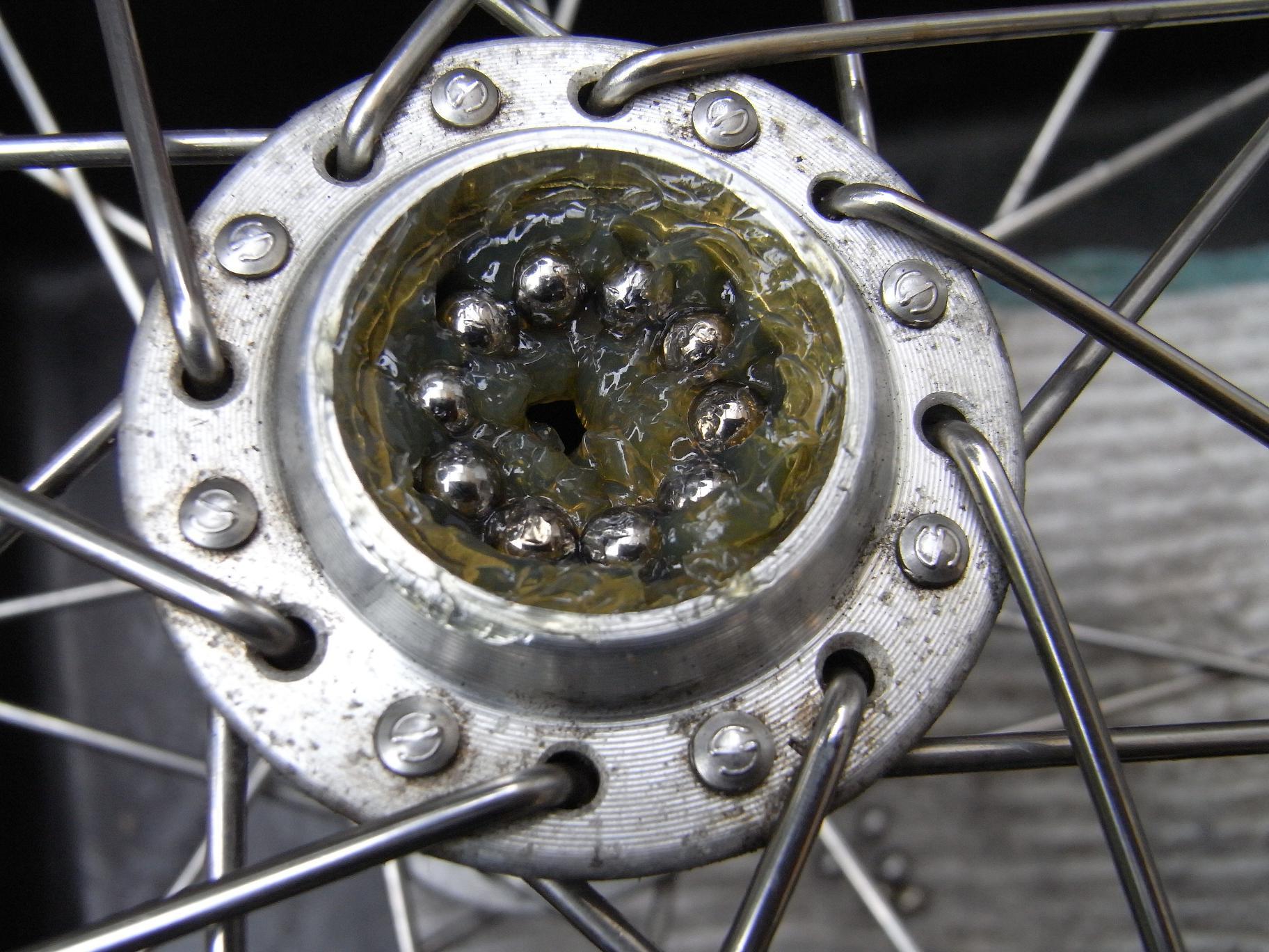 [自転車] ハブベアリングのグリスアップ -すけログ