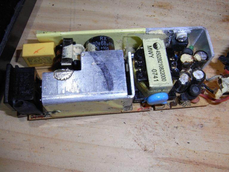 外付けUSB-HDDのACアダプタを修理する