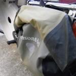 カブにモンベル ドライサイドバッグを装着する
